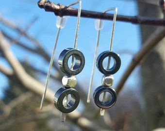 Hammered wire geometric earrings