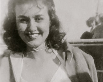 1940's Pretty Woman With A Golden Smile Snapshot Photo - Free Shipping