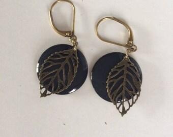 Earrings black and bronze leaf