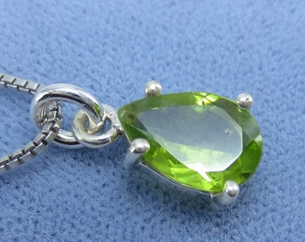 Large 10mm x 7mm Pear Shape Natural Peridot Necklace - Sterling Silver - P200802 - Free Shipping