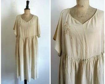 Antique 1920's Very Light Green Almond Silk Crepe Day Dress - Collection Dress / Medium to Large Size