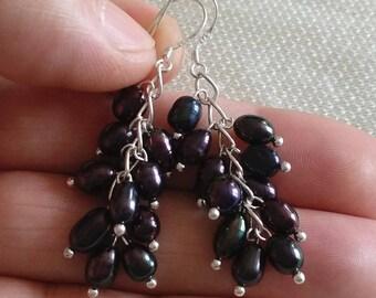 charm pearl earring,  cultured 4-5 mm black/white freshwater pearl dangle earrings