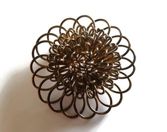 Vintage brooch golden spun wire flower design