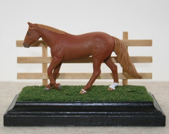 Breyer Stablemate Wild Grass Display Base with Interchangeable Fence (3x5 Rectangle Base for Model Horses 1:32 and Smaller)