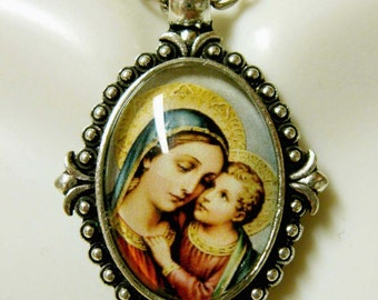 Madonna and child pendant and chain - AP05-214