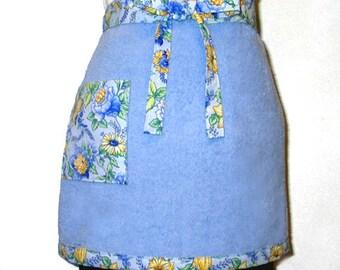 Tissu éponge demi tablier bleu avec Floral réversible garniture