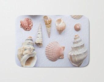 Sea shells bath mat, beach theme decorating, bathroom floor acessory, coastal interior design