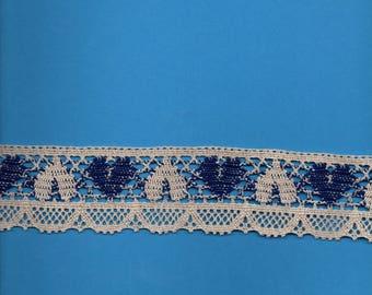 Ecru cotton in-between, ecru and blue hearts 4cm wide