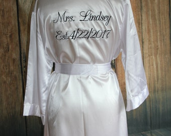 Bridal Shower Gift/White Bridal Robe/Wedding Day Robe/Personalized Bride Robe/Highly rated/reviewed