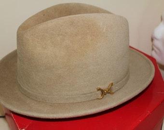 Vintage Tan Dobbs Golden Coach Fur Felt Fedora Trilby Men's Hat Size 7 1/8 With Box