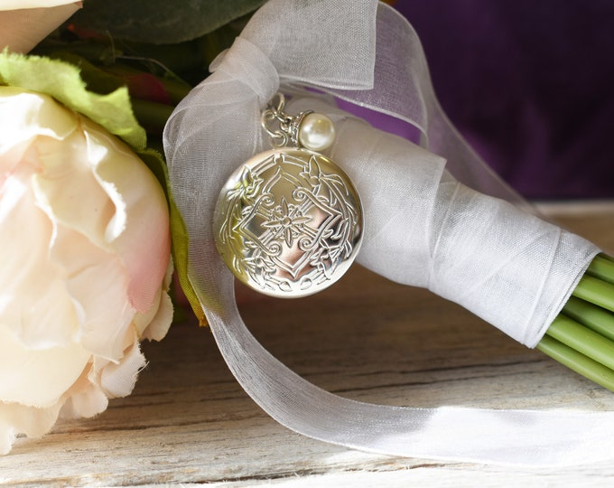 One Only Embossed Pattern Bouquet Locket