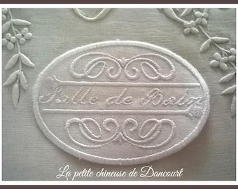 """White Medallion """"Bath"""" Chambord"""
