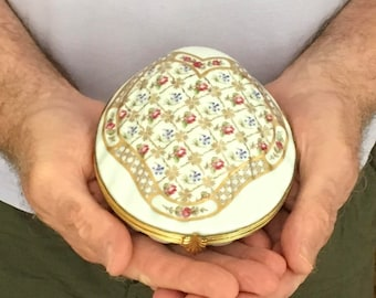 Large Limoges porcelain powder box; French powder box; Vintage jewellery box; large trinket box; scallop shell shaped box,