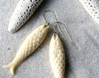 Boucles d'oreilles poissons - boucles d'oreilles Vintage de poisson de couleur ivoire