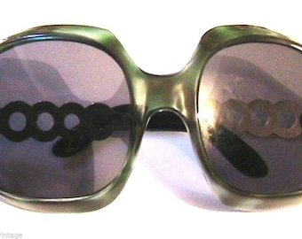 French 1960s Woman Green Tortoise Bubble Wrap Sunglasses & Black Glass Lenses - Rare Oversized Mod Space Age Frame - MADE IN FRANCE - New !