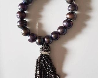 Pearls and tassel bracelet, elastica bracelet, fresh water pearls, grey pearls.