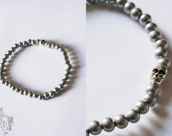 Bracelet with silver aluminum and silver skull beads