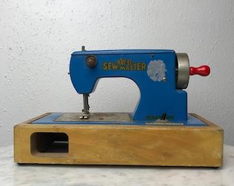 Kay an EE Sew Master / Vintage Sewing Machine / Vintage Toy / Toy Sewing Machine / 1950's Toy / Sewing Machine