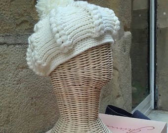 Parisian beret with Pompon.  Handmade with merino wool. Winter season.