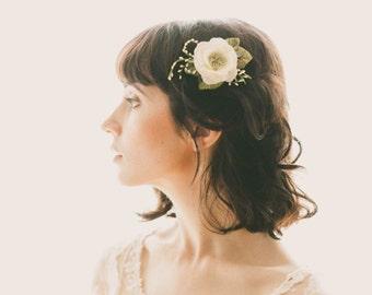White Woodland Flower Clip, Rustic bridal hair, Bridal headpiece, Bridal hair clip, Wedding hair accessory, White floral hair clip