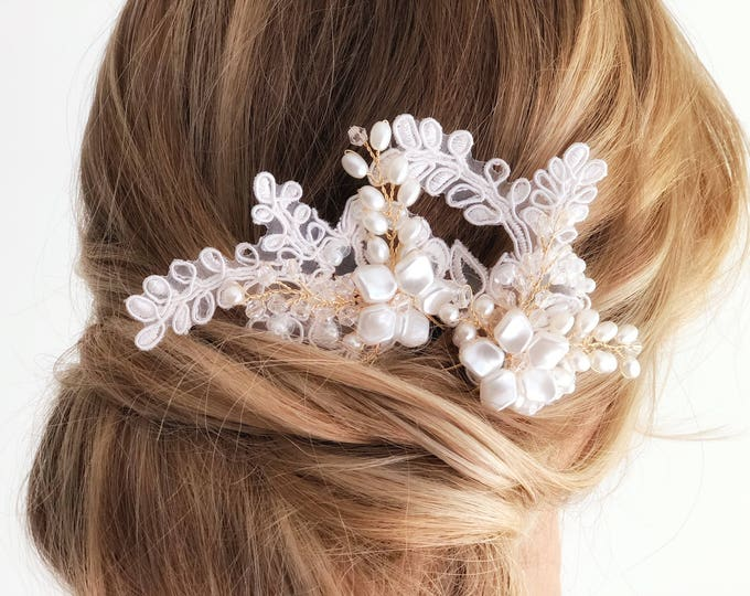 Lace hair pin, Lace Bridal Comb, Bridal Hair Pin, lace hairpiece, lace hairclip, Lace headpiece for Wedding, pearl hair clip pearl hair comb