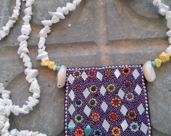 Necklace Hippy Fresh Style with Howlite Chips cowrieshells and Little Mirrors