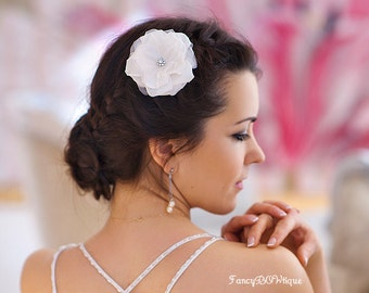 Bridlal flower hairpiece, Wedding hair flower, silk hair flower, ivory flower, boho wedding- Tallullah