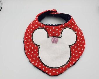 Red bandana bib type Minnie.