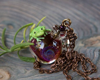 Glass pendant magic potion. Witch's Potion frog. Frog pendant. Magic pendant. Lampwork frog jewelry. Magic handmade bottle. Bottle pink.