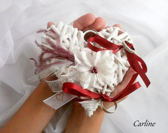 Hellya - Wedding ivory and Burgundy heart rattan holder feathers ribbons Fleur