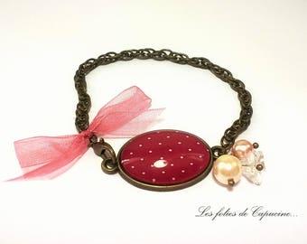 Bracelet cabochons. • • woman PORTAIT