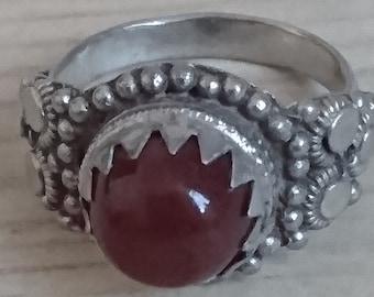 Vintage carnelian gemstone ring