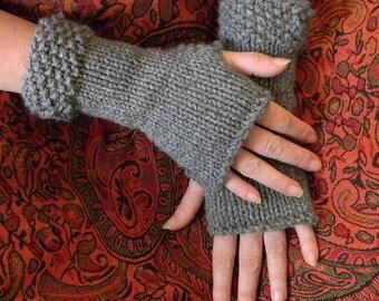 Classic Fingerless Gloves knit pattern