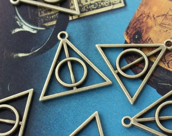 6 Harry Potter Deathly Hallows Triangle Charms Antiqued Bronze Tone Double Sided 28 x 32 mm