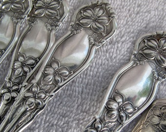 SALE WM Rogers & Sons Orange Blossom dinner forks (set of 4) / Flower Patterned Forks / Antique silverplate