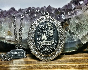 Sugar Skull Cameo Necklace. Dia De Los Muertos Swarovski Crystal Pendant. Gift for bridesmaid Day of the Dead Wedding. Forever Love (Small).
