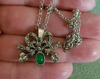 Vintage Antique Style Silver Metal Bow Chalcedony Glass Sparkling Pendant Chain Necklace