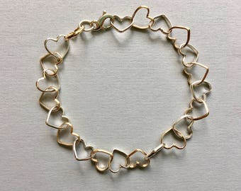 Heart link bracelet in sterling silver and 14k goldfilled. Handmade.