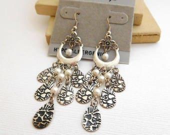 Retro H.W. Designs Distressed Silver Tone White Faux Pearl Dangle Earrings NN1