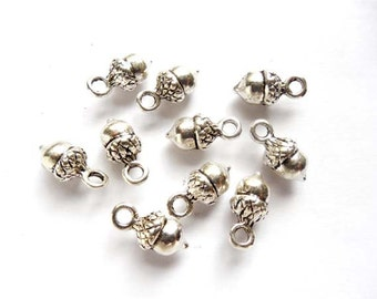 10 Antique Silver Acorn Charms - 21-21-2