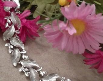 LISNER Leaf Pattern Bracelet, Textured Links, Silver Tone, Excellent Condition