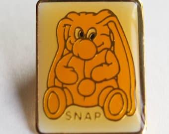 """Vintage Kodak Kolorkins """"Snap"""" Bunny Enamel Pin Yellow White Gold . 1989"""