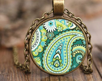 Vintage Style Green Paisley Pendant Necklace