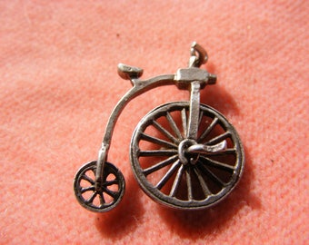 Nuvo Vintage Sterling Silver Charm Penny farthing bike moves