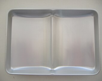 Open Book Wilton Aluminum Cake Pan, 1977