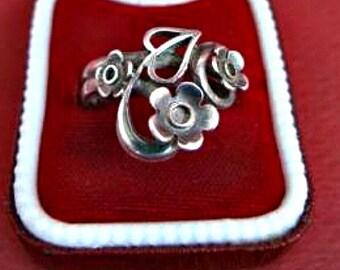 Unusual Vintage Silver Three Flower Ring
