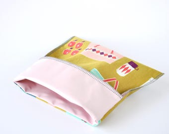 Reusable sandwich and snack bag, picnic basket and vintage pyrex print, eco-friendly lunch, yellow and pink
