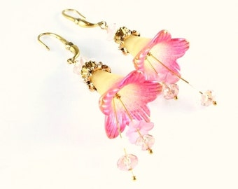 Pink Flower Earrings - Gold Edged Pink and Yellow Earrings - Lucite Flower Earrings - Vintage Flower Earrings