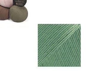 """""""Drops Safran"""" green yarn"""