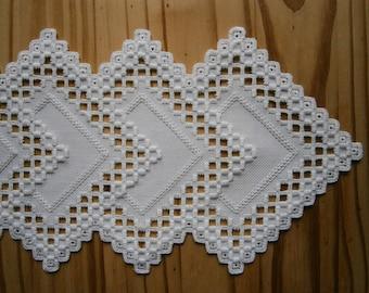 Hardanger handgeborduurde smalle tafelloper in Noors wit borduurtechniek